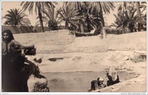 Femmes au bord de la source de Tiznit dans les années 1920